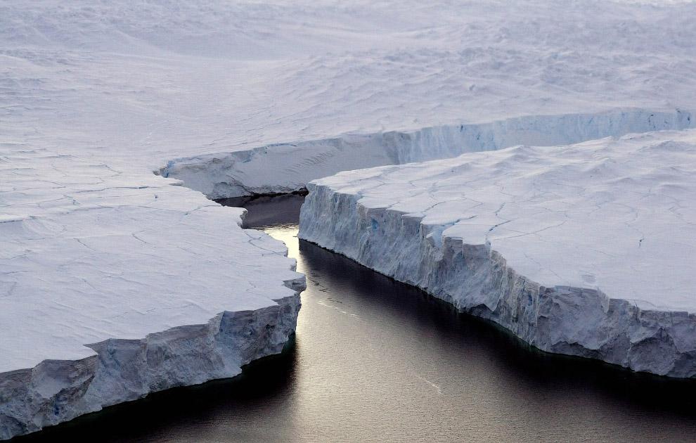 Огромный айсберг в Антарктиде