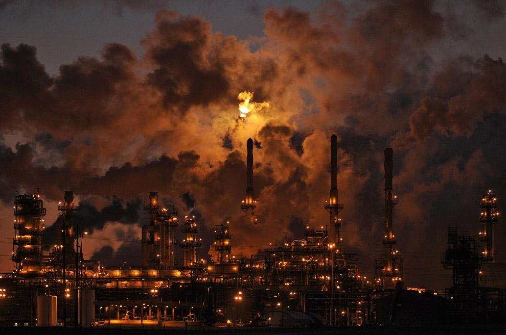 Нефтеперерабатывающий завод в Эдмонтоне