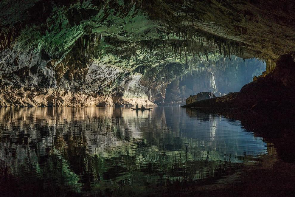 Выходы и входы в пещеру выглядят как ходы в затерянный мир