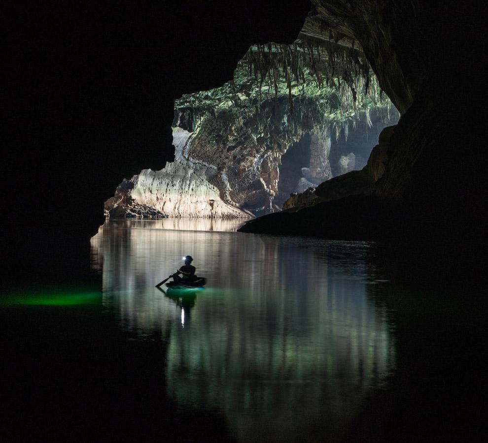 Вода здесь чистая и глубокая, с богатым зеленым оттенком