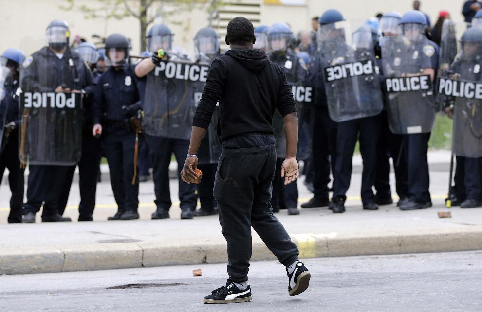 Какие протесты без кидания булыжников в полицейских