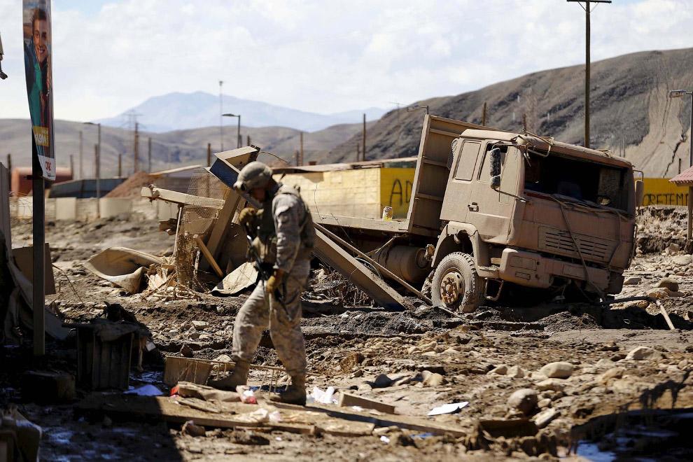Увязший в грязи грузовик