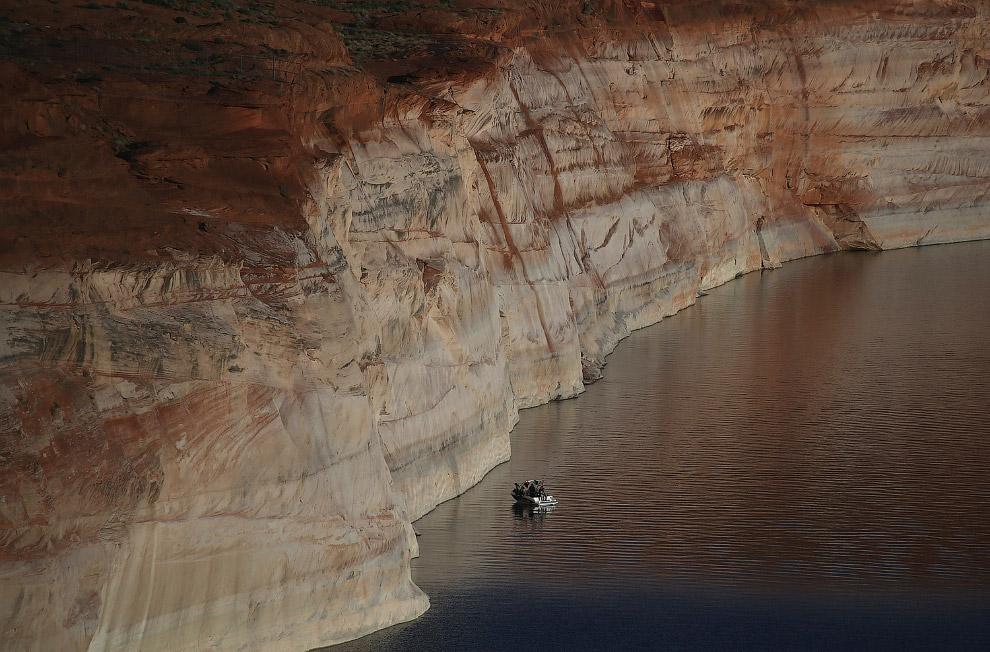 Скалистые берега озера Пауэлл в Аризоне