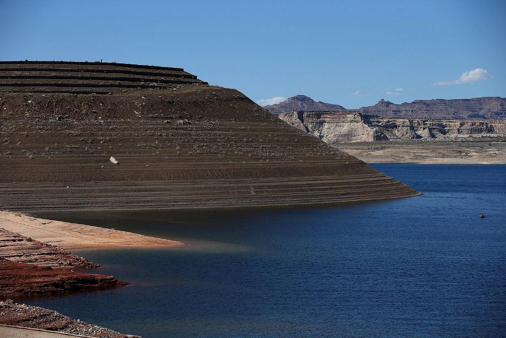 Кольца на берегах – отметины, как опускалась вода в водохранилище Пауэлл, Аризона