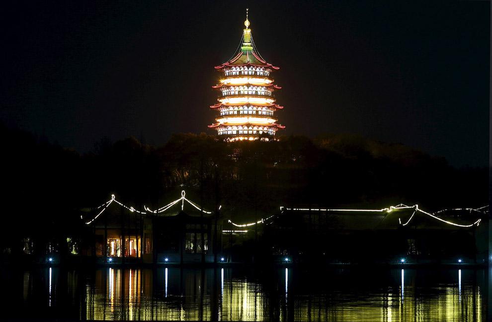 Пагода Лэйфэн в Ханчжоу, провинция Чжэцзян, Китай