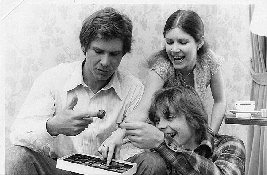 Харрисон Форд, Марк Хэмилл и Кэрри Фишер во время съёмок фильма «Звездные войны»
