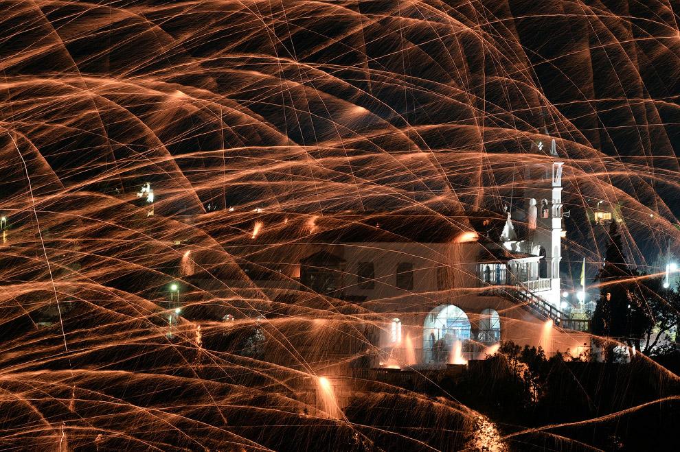 Пасха в Греции: ракеты и «война церквей»