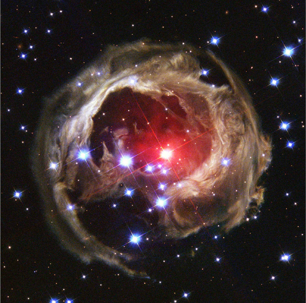A estrela variável V838 Mon incomum