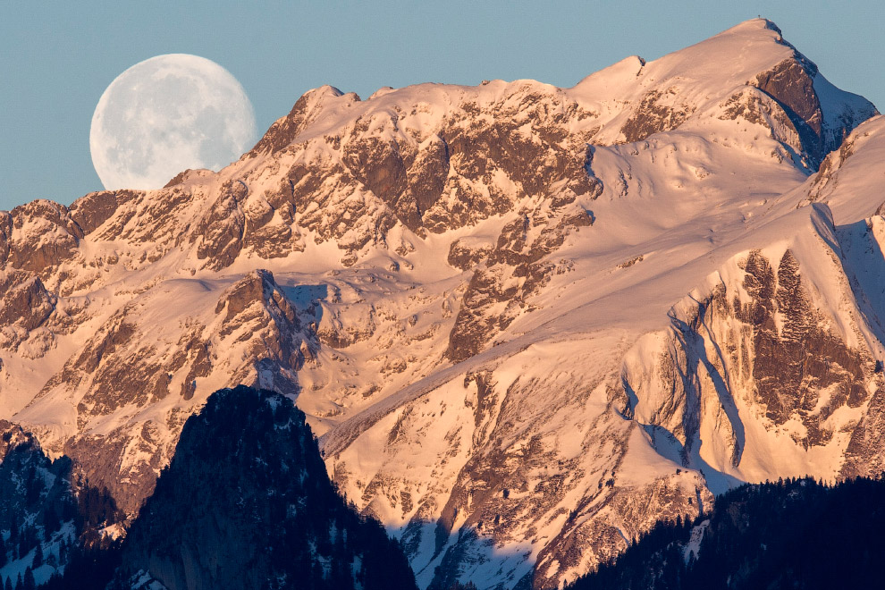 Луна над Альпами, Швейцария