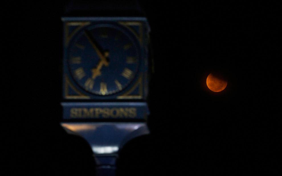 Лунное затмение в Ченнаи, Индия