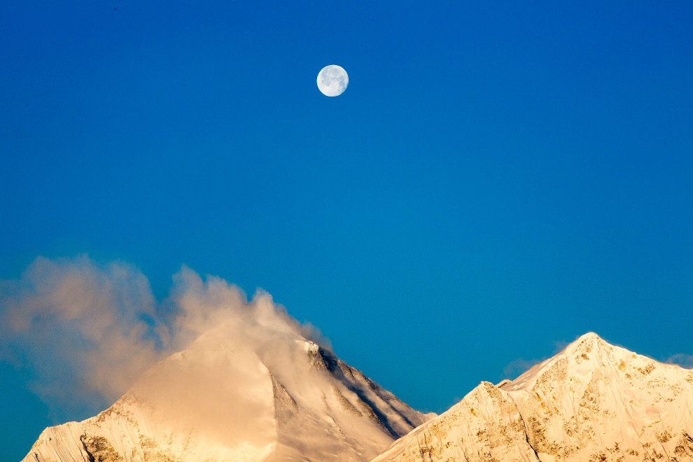 Луна в Непале