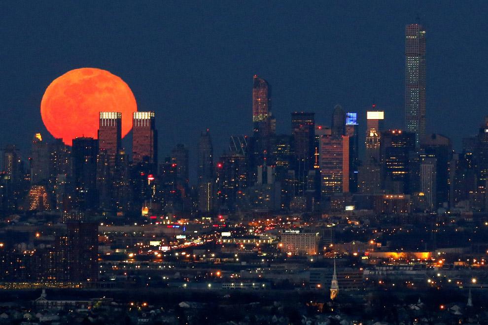 Луна над Нью-Джерси