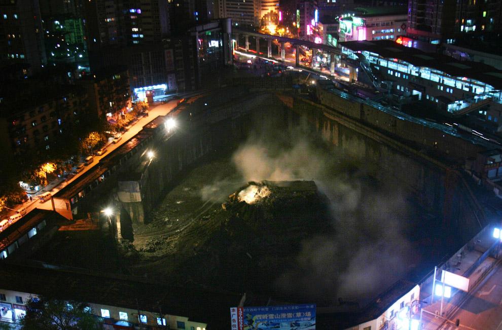 2 апреля 2007 года это здание с «островом» все же снесли