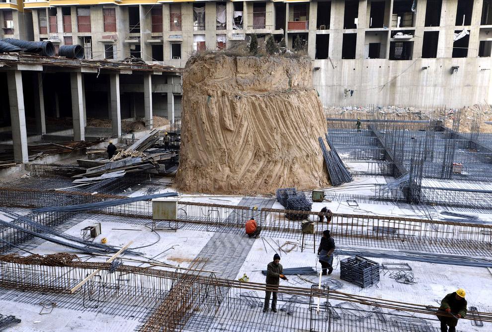 Могила-цвях на будівельному майданчику в провінції Шаньсі