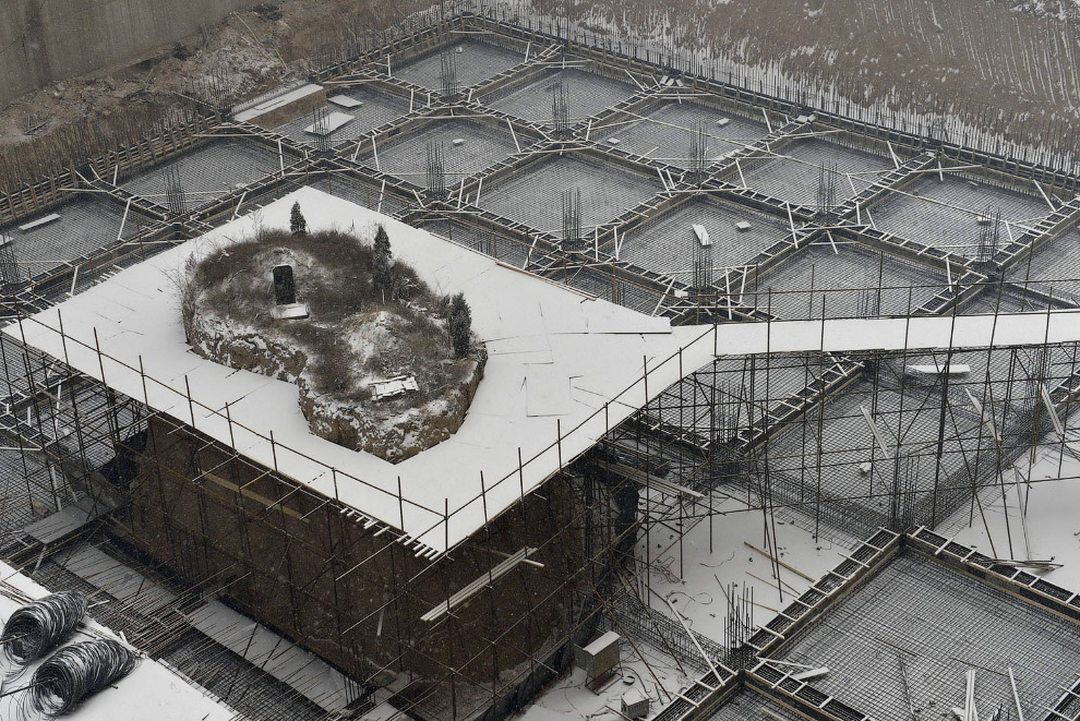 Могила-гвоздь на строительной площадке в провинции Шаньси