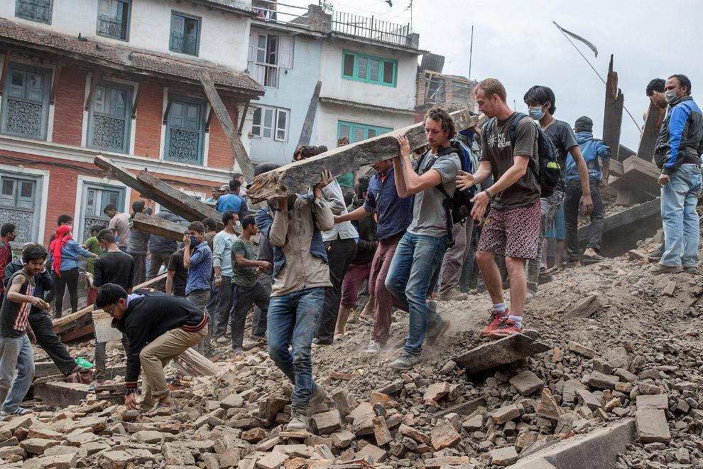 Расчистка завалов в Катманду, Непал