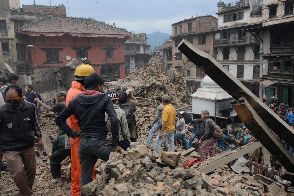 Выживший в рухнувшем здании. Непал, Катманду