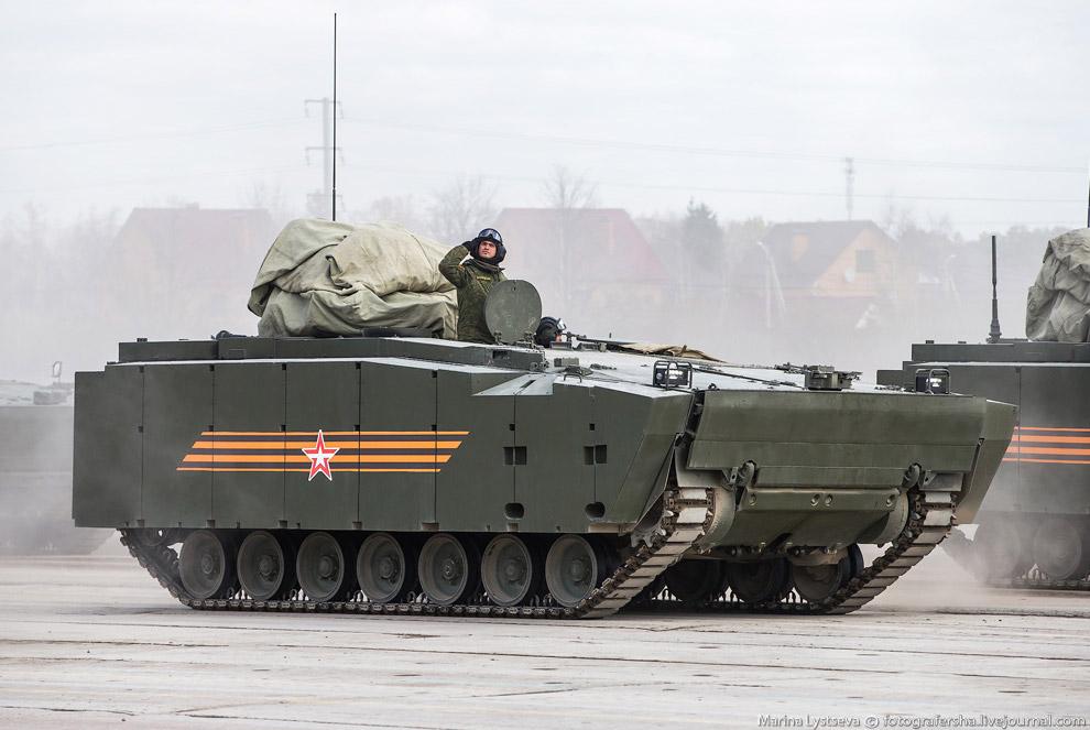 БТР на средней гусеничной платформе «Курганец-25»