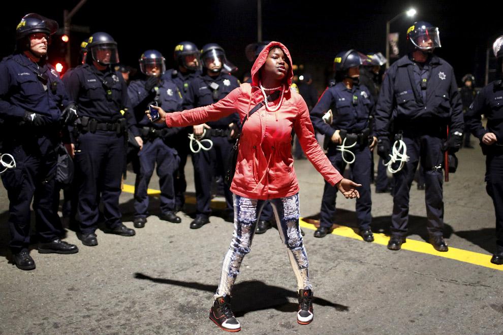 Демонстрация против полицейского насилия в Окленде, штат Калифорния