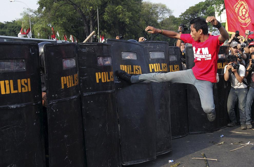 Протесты перед президентским дворцом в Джакарте
