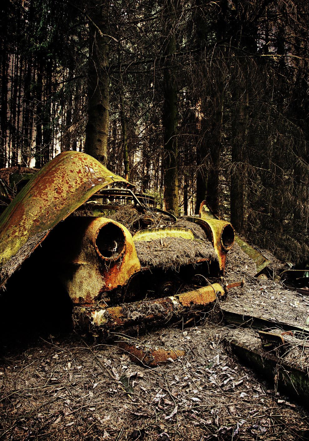 Ретро-автомобиль, оставленный войсками союзников после Второй мировой войны, Бельгия