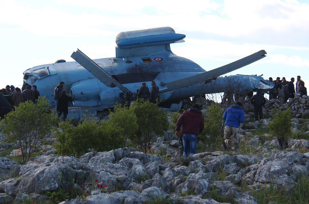 Упал сирийский вертолет, исламистские повстанцы захватили четыре члена экипажа