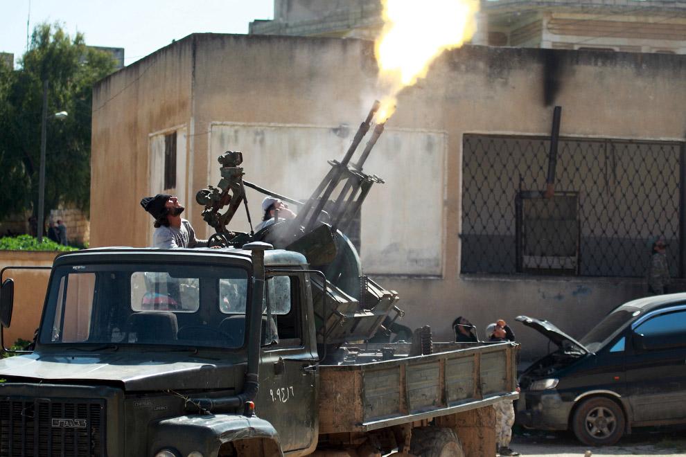Огонь по самолетам, принадлежащим войскам президента Сирии Башара Аль-Асада