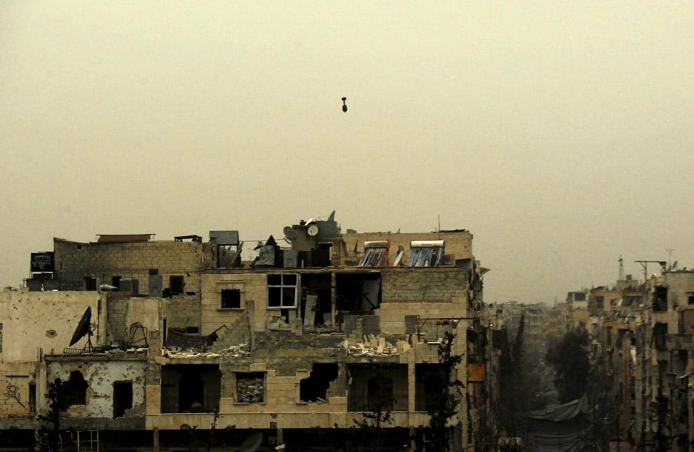 За секунду до падения самодельного снаряда в жилой квартал Алеппо