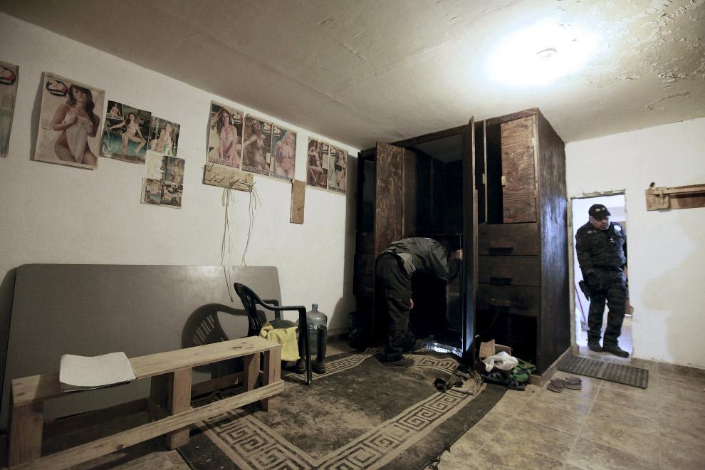 Доступ в тоннель осуществлялся через шкаф в обычном доме