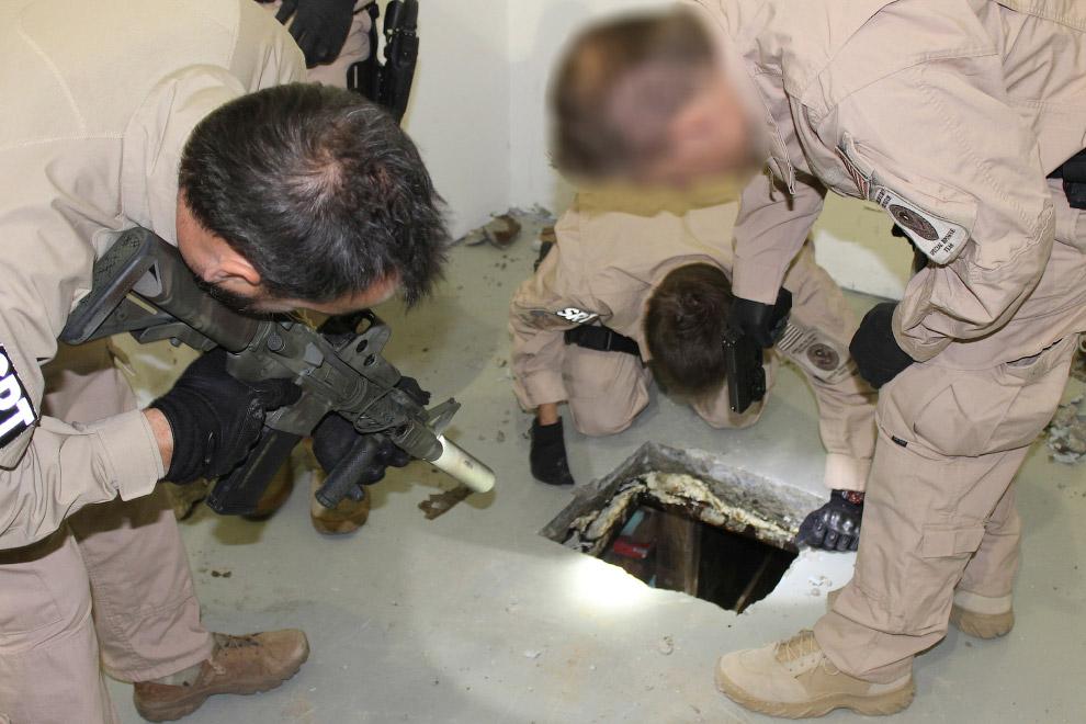 Это вход в тоннель для контрабанды наркотиков на складе на территории США в Отей-Меса