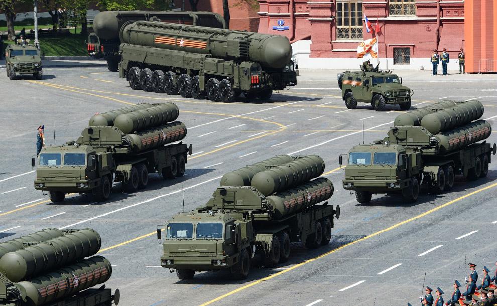 Российская зенитная ракетная система большой и средней дальности С-400 («Триумф»)