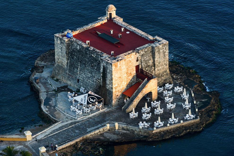 Построенная в 1646 году башня Torreón de la Chorrera