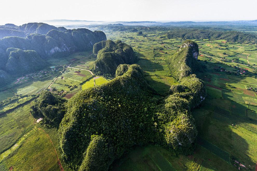 Конусообразные горы в долине Виньялес