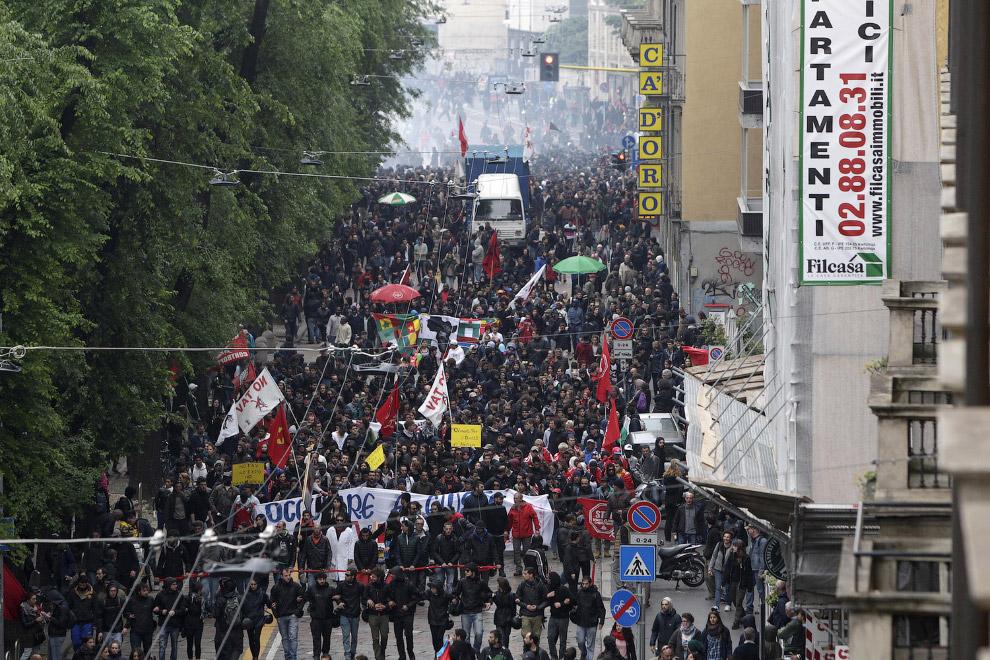 Тем временем, в одном из районов северной столицы Италии началась манифестация под общим лозунгом No Expo