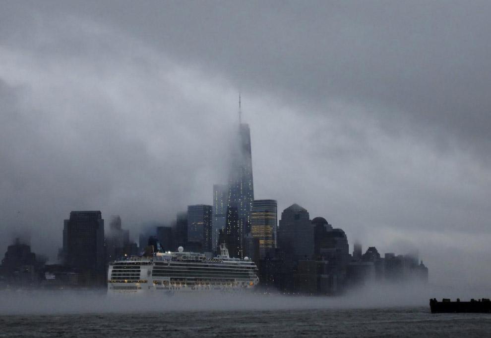 Круизный лайнер в Нью-Йорке