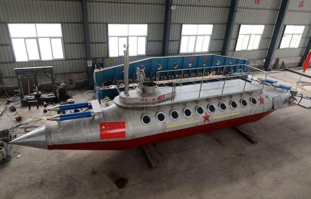 А вот, например, самодельная подводная лодка, провинция Аньхой