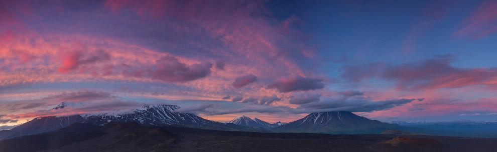 Закат над вулканами: Толбачик, Овальная Зимина и Большая Удина