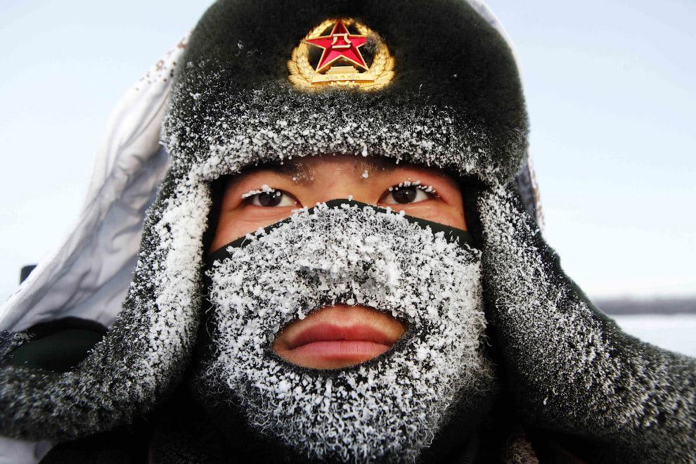 Пограничник на границе Китая и России