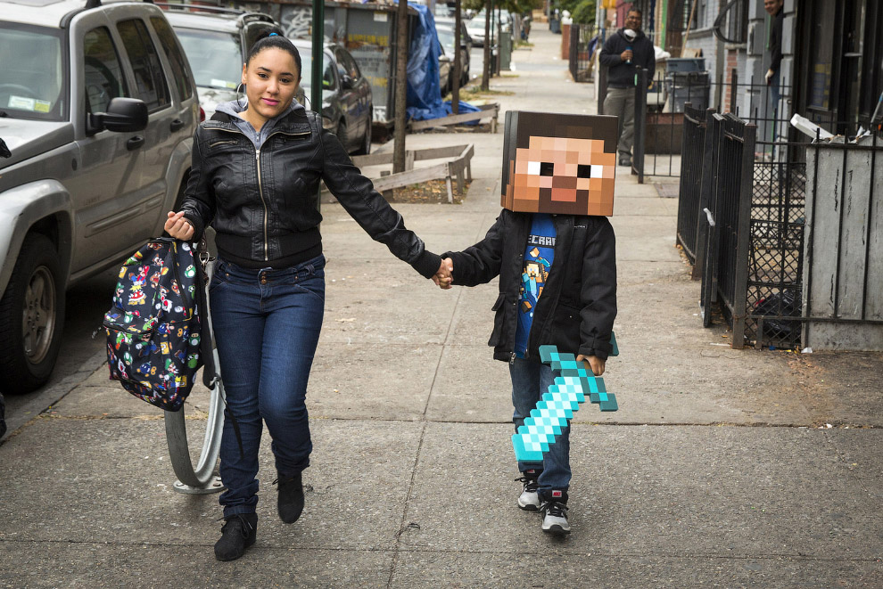 Персонажу из компьютерной игры в школу ходить веселее, Нью-Йорк