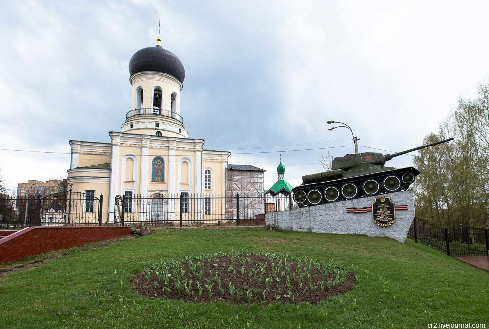 Танк и Никольский собор