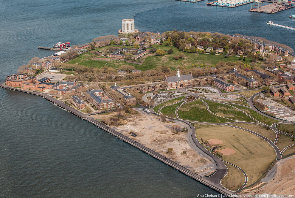 Губернаторский остров (Governors Island).
