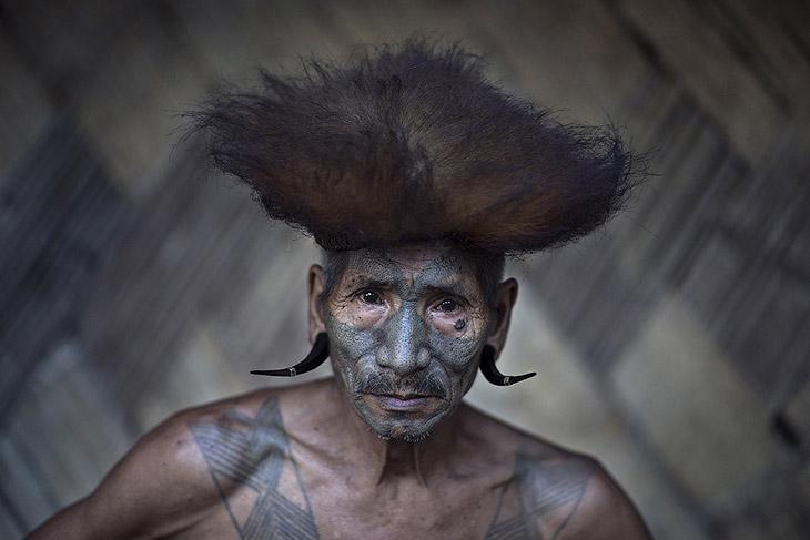 Член племени Konyak из северо-восточной Индии
