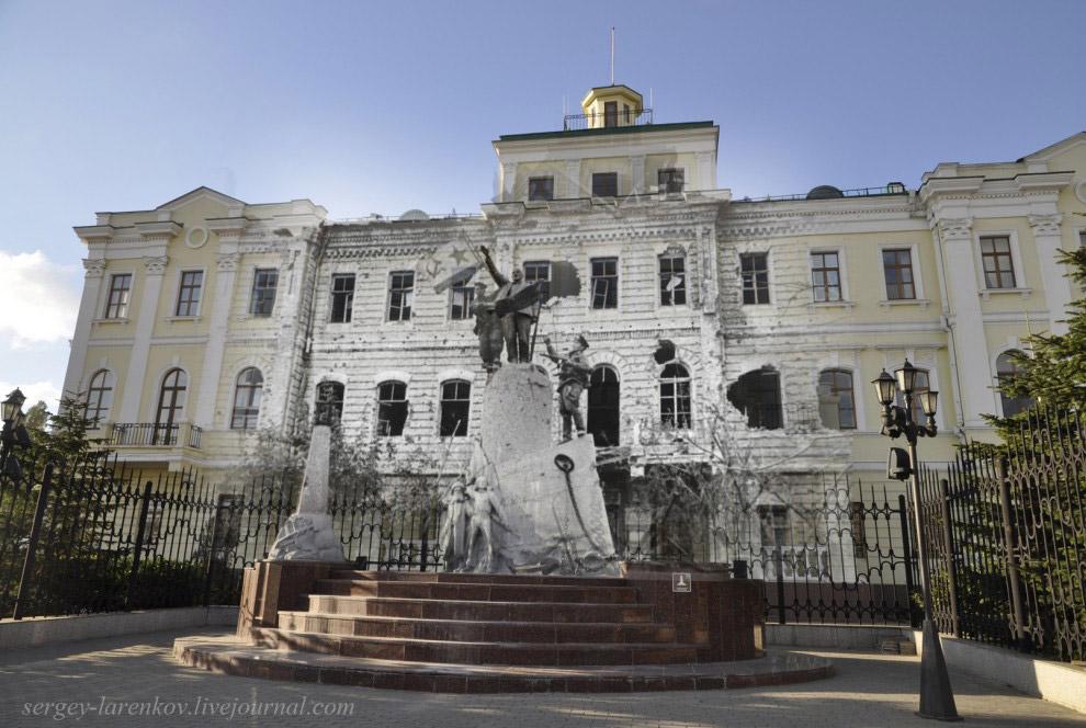 Советский Военно-морской флаг у памятника Ленину