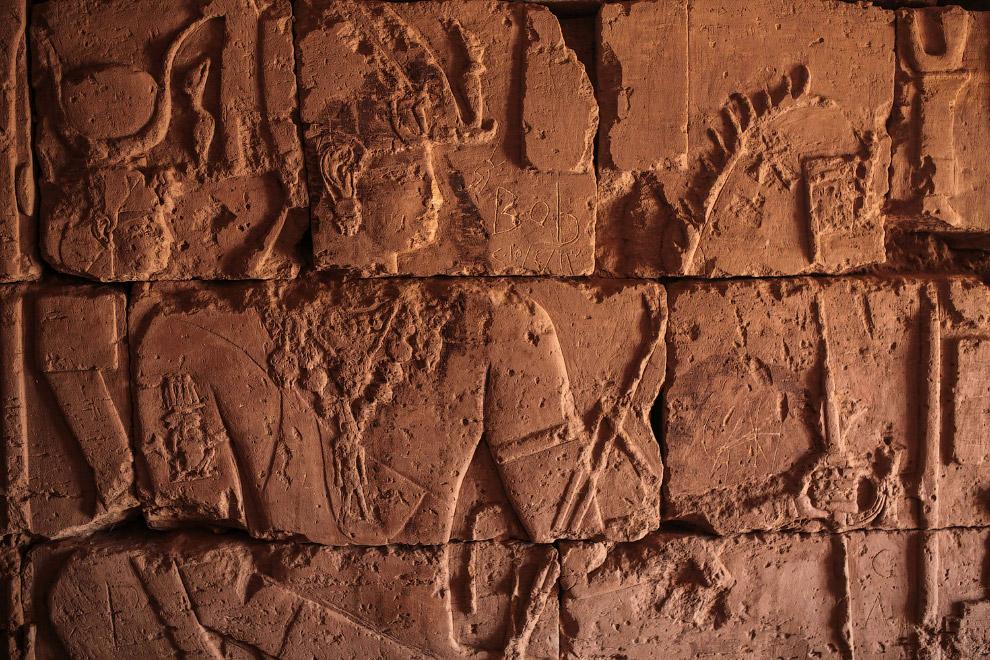 Иероглифы внутри пирамиды