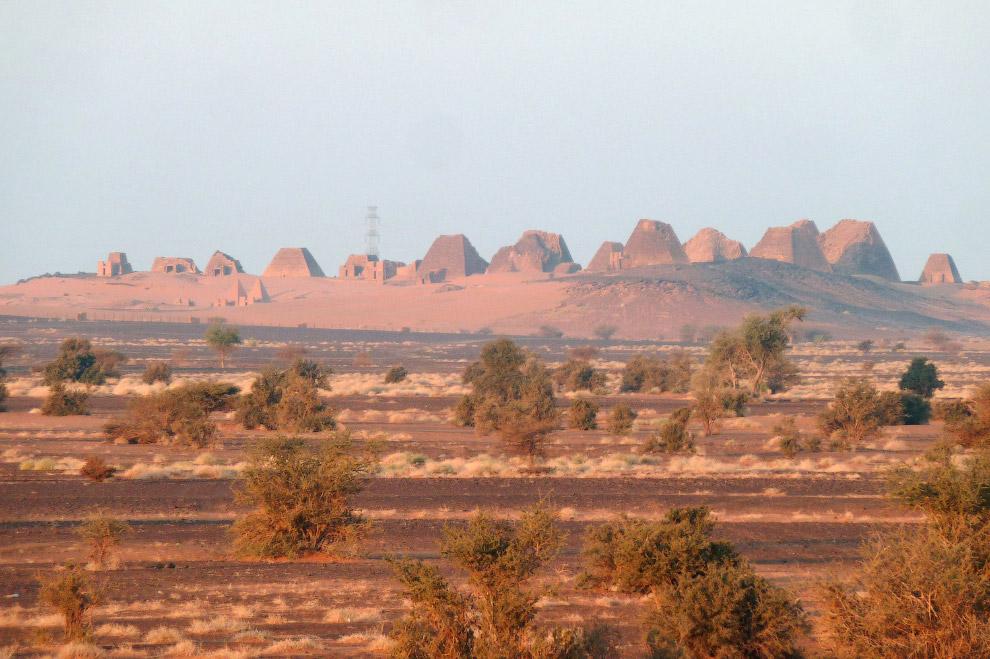 Вид на пирамиды Мероэ