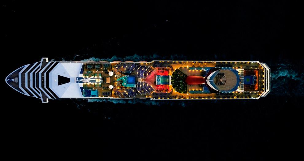 Круизный лайнер Carnival Victory