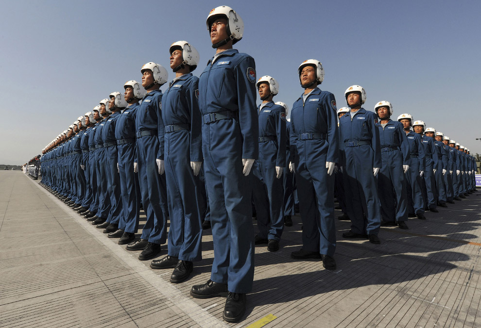 Парад авиаторов на окраине Пекина