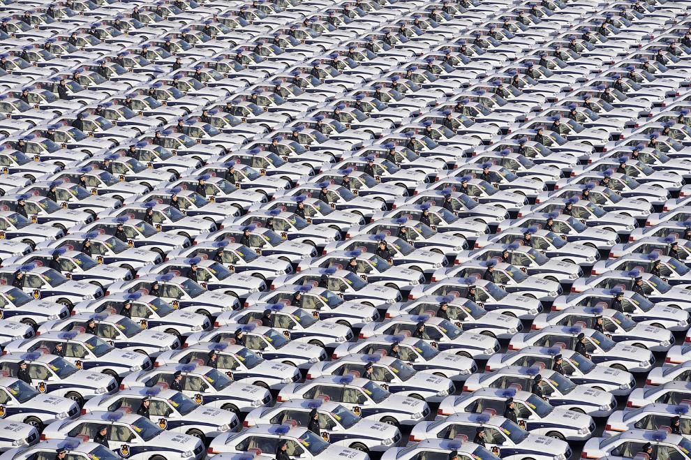 Стройные ряды полицейских в провинции Шаньси