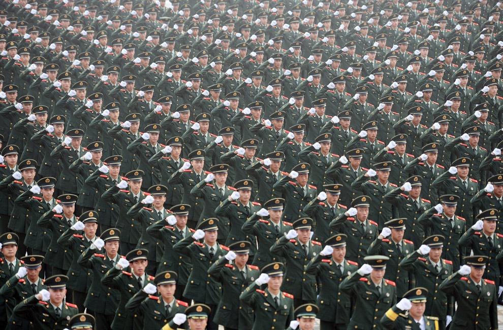 Бравые китайские военные
