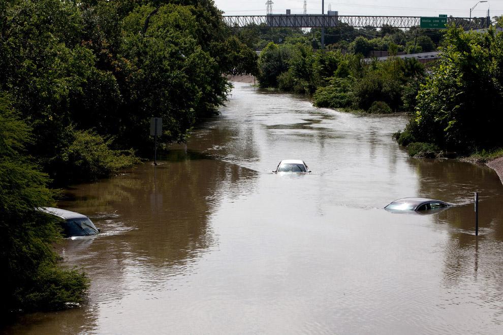 Машины после затопления, Техас